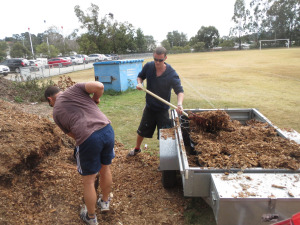 Gareth came up with the brilliant idea of setting the buckets up in a grid pattern in the trailer and shovelling mulch straight in over the top.